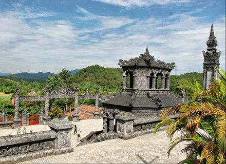 Hue Sightseeing Group Tour - hue tour - tour hue - khai dinh tomb