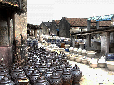 Bat-Trang-ceramic-village1 - Ha Noi city tour