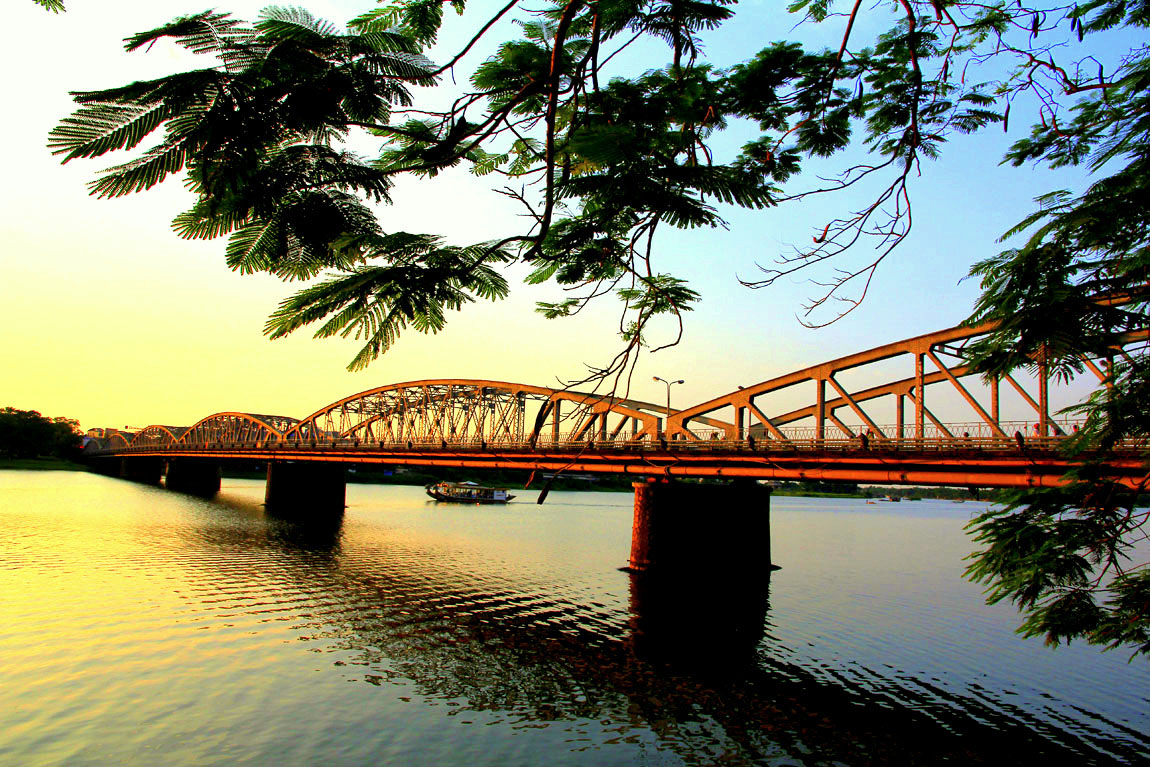 truong tien birdge 2 - Hue city tour 1 day