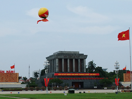 Ho-Chi-Minh-mausoleum-12 - Ha Noi city tour
