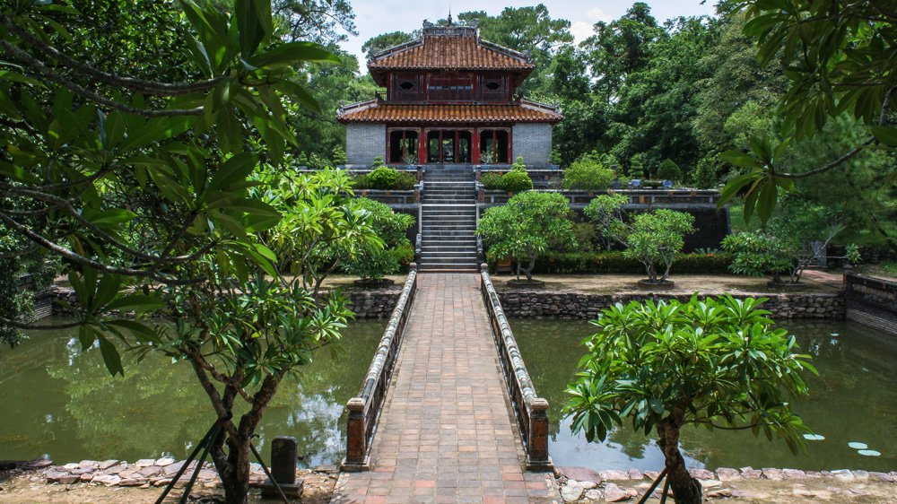Minh Mang Tomb - Hue Sightseeing Group Tour