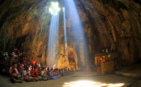 Huyen-Khong-cave - Hue to Danang