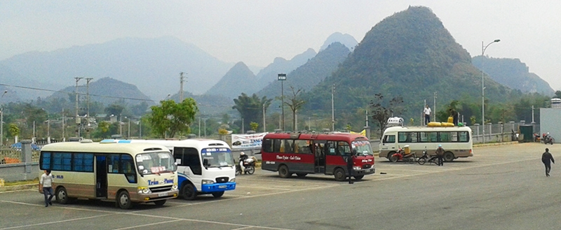 Buses going to Hue