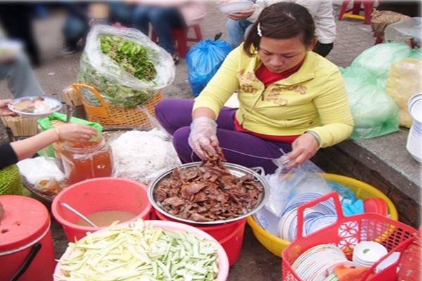 Dong Ba Market Food Trip
