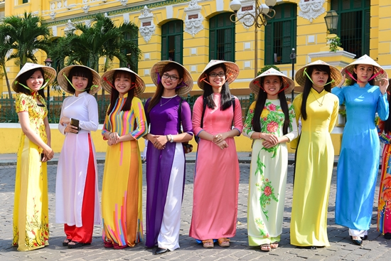 Vietnamese dress - vietnam - etiquet