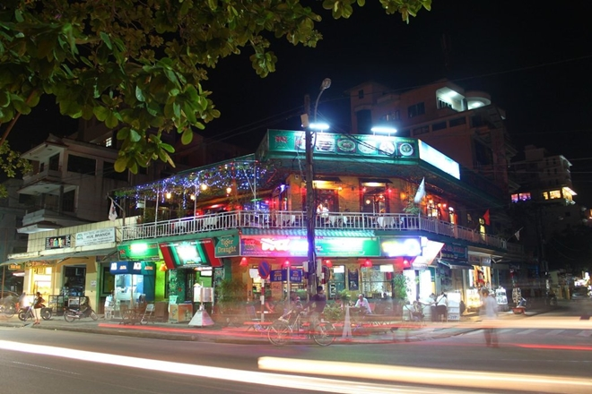 dmz-bar- thing to do in hue
