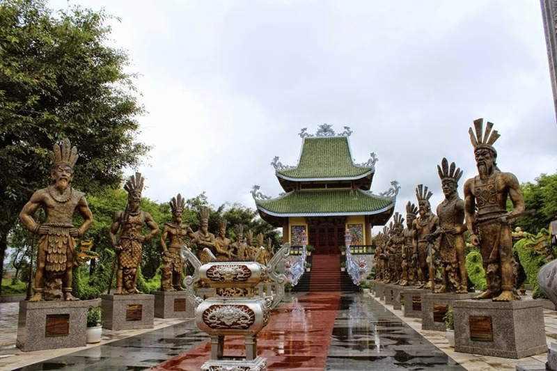 hung king - hue travel guide - thing to do in hue