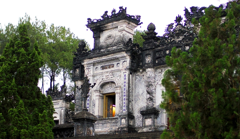 khai-dinh-tomb-hue tombs - hue travel guide