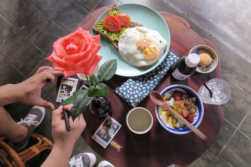 Rosie-cafe-hoi-an-travel-guide