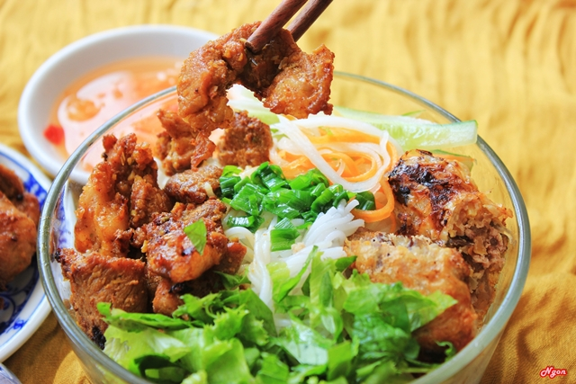 bun thit nuong - what to eat in Hue
