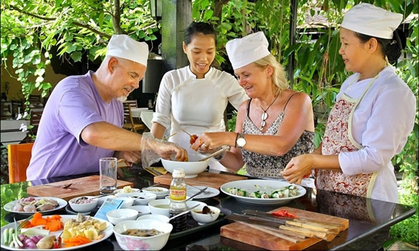 things to do in Hoi An - cooking class - hue to hoi an