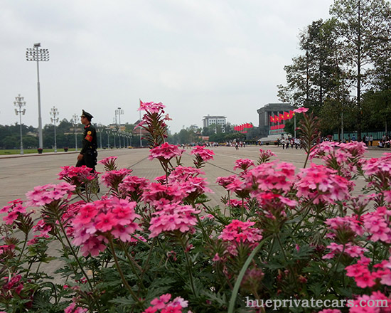 Ha Noi city tour - Ho Chi Minh Mausoleum