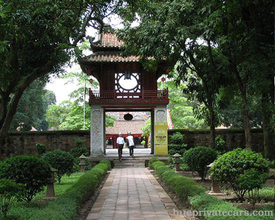 Ha Noi city tour - Temple of Literature