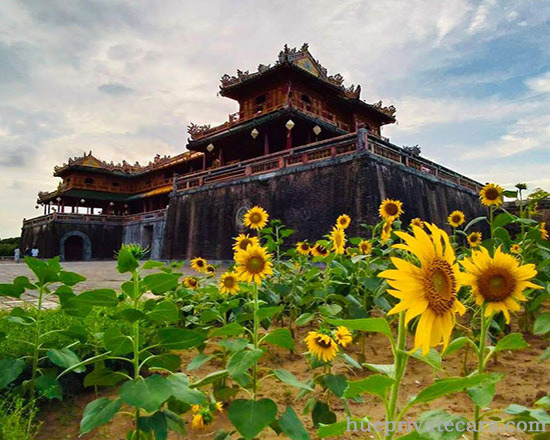 Hue Sightseeing Group Tour - Hue Imperial City