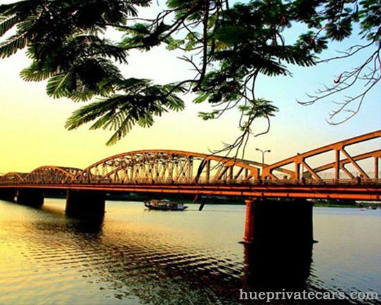 Hue city tour 1 day - Truong Tien Bridge
