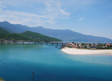 hue to danang by car - lang co beach